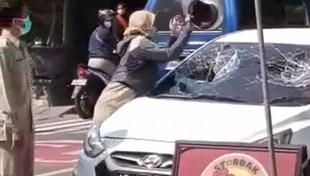 viral asn pecah kaca mobil