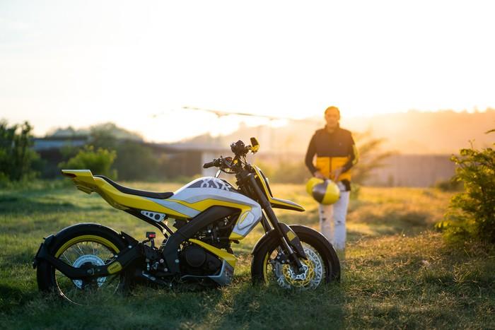 Yamaha XSR 155 Dirombak Jadi Supermoto Futuristik