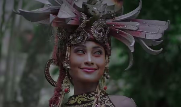 Lagu daerah yang pertama dinyanyikan Novia adalahParis Berantai dari Kalimantan Selatan. (Youtube/Wonderland Indonesia)