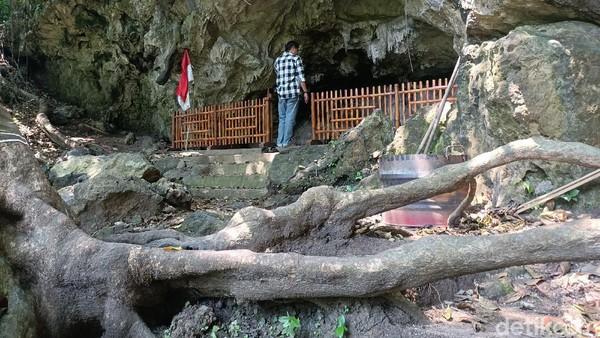Salah satu spot incaran wisatawan yaitu lembahan Goa Dayeuh, yang sekelilingnya ditutupi tebing gamping dengan tinggi hingga puluhan meter. Spot itu jadi pilihan bagi sutradara untuk merampungkan film Revenger. (Yuda Febrian Silitonga/detikTravel)