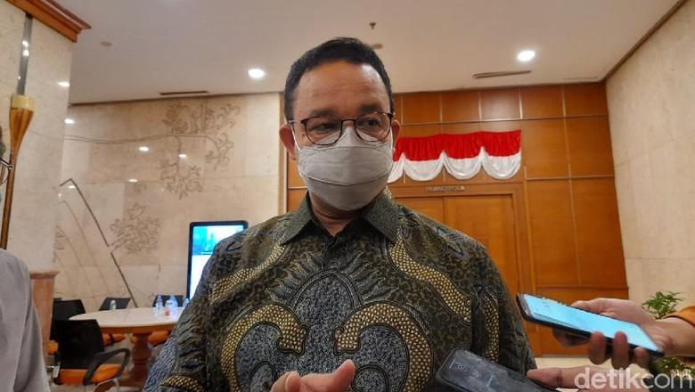 Gubernur DKI Jakarta, Anies Baswedan saat doorstop di Balai Kota DKI Jakarta