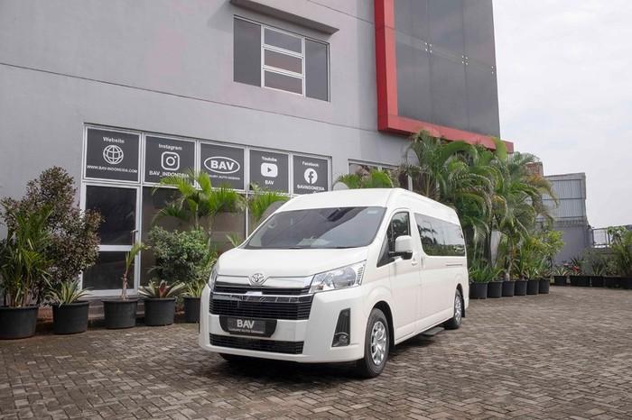 Interior Toyota HiAce Ini Dirombak Total, Ada Kasur sampai WC
