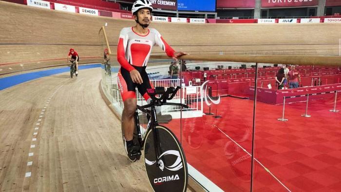 Atlet para balap sepeda Indonesia, Muhammad Fadli Imammuddin terus berlatih jelang Paralimpiade Tokyo 2020. Ia melatih start dan konsistensi kecepatan.
