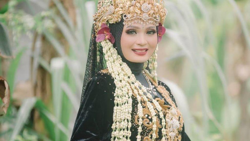8 Foto Pernikahan Viral Dikira di Kuburan, Pengantin Madura Ungkap Faktanya