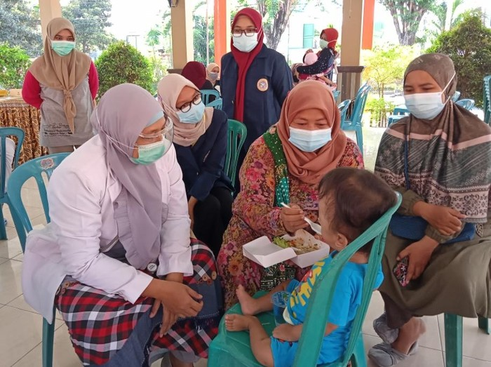 Stunting masih jadi masalah serius di Indonesia. Fakultas Kedokteran (FK) dan Fakultas Kesehatan Masyarakat (FKM) Unair ingin angka stunting turun.