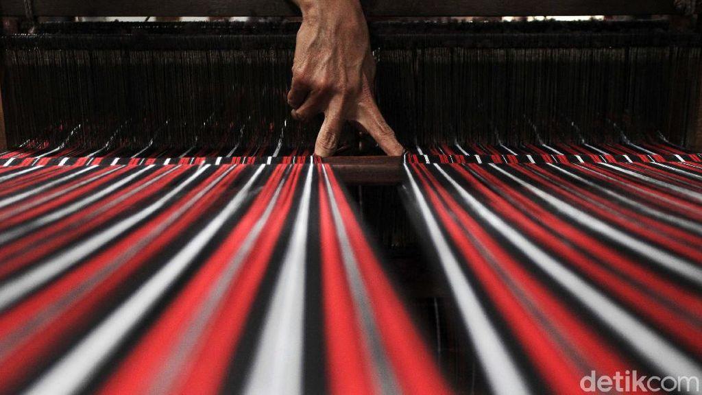 PPKM Dilonggarkan, Produksi Tenun Lurik Meningkat