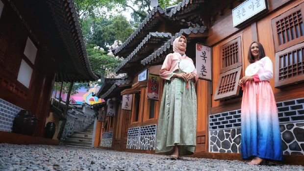 Taman Wisata Karang Resik memiliki wahana wisata baru yang menarik untuk dikunjungi. Objek wisata yang terletak di Jalan Moch. Hatta Kota Tasikmalaya itu kini memiliki Jeju Park. Sebuah anjungan yang memanjakan para penggemar drama korea dan K-Pop di wilayah Priangan Timur.