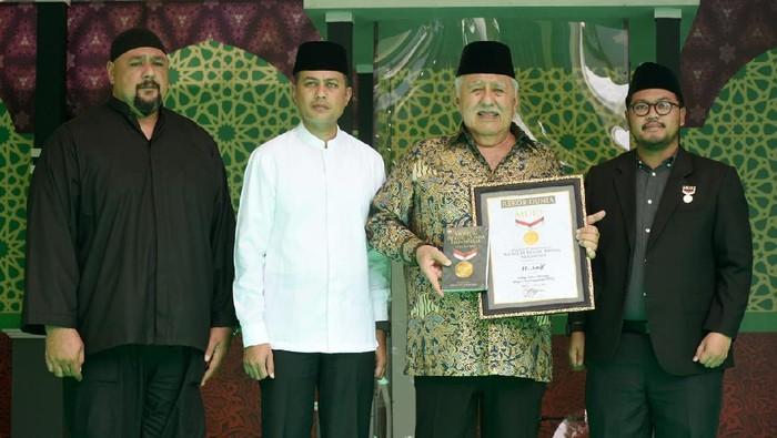 Wagub Sumut Musa Rajekhshah (Ijeck) dan ayah, Haji Anif (tengah) (Diskominfo Sumut)