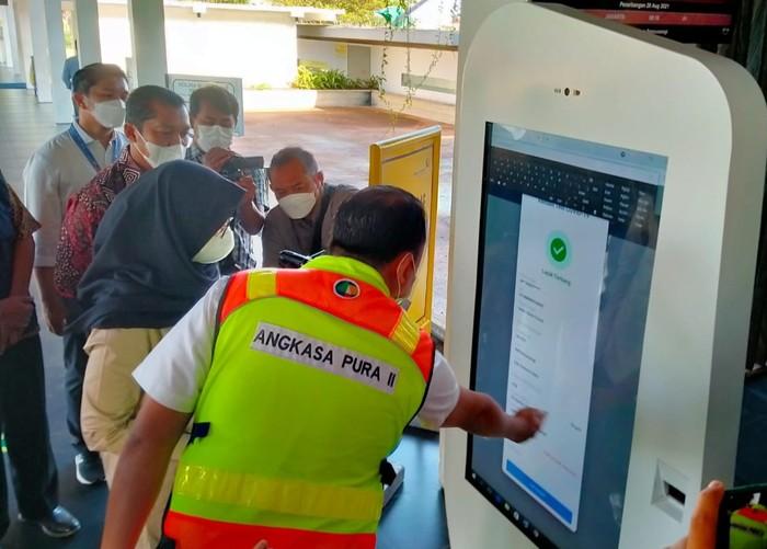 Aplikasi PeduliLindungi yang dilakukan  PT Angkasa Pura II (Persero) di Bandara Banyuwangi