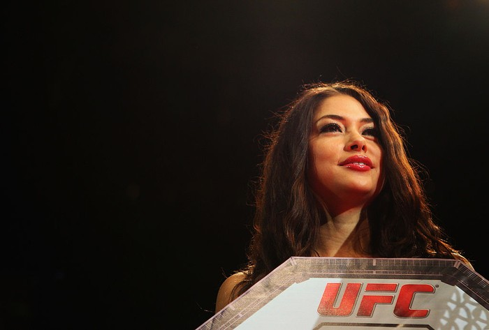 SYDNEY, AUSTRALIA - MARCH 03:  Octagon Girl Arianny Celeste holds up a round card during the UFC On FX middleweight bout between Andrew Craig and Kyle Noke at Allphones Arena on March 3, 2012 in Sydney, Australia.  (Photo by Mark Kolbe/Getty Images)
