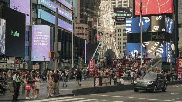 Memiliki tinggi 33 meter, bianglala ini tentu menarik perhatian warga New York.(Getty Images/AFP)
