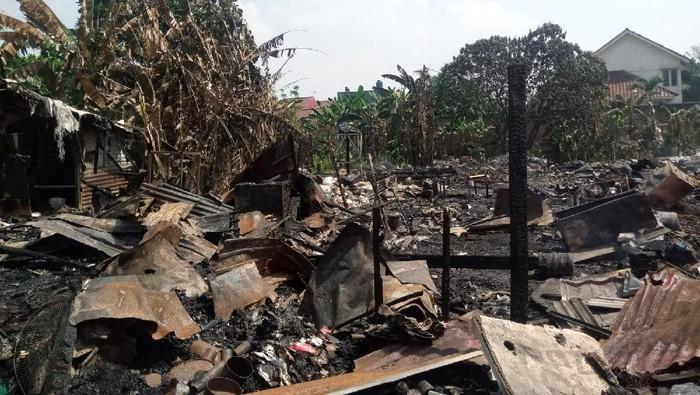 Kebakaran di lapak pemulung di Pondok Aren, Tangsel hanguskan ratusan bedeng, pada Rabu (25/8/2021) dini hari.