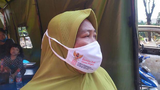 Wartini, salah satu korban kebakaran di lapak pemulung Pondok Aren, Tangsel, menceritakan detik-detik api berkobar, Rabu (25/8/2021) dini hari.