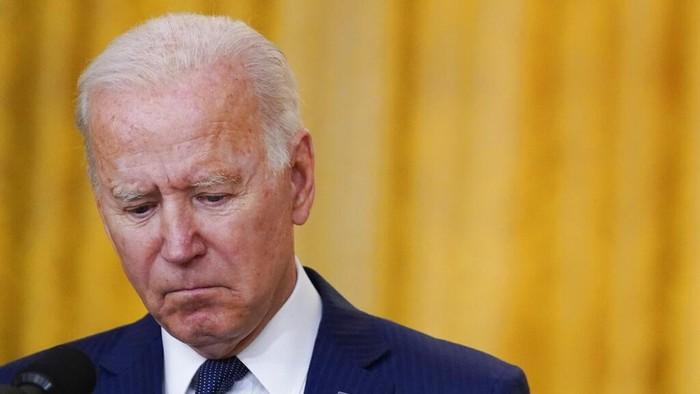 Presiden AS Joe Biden mengutuk bom bunuh diri yang terjadi di Kabul, Afghanistan. Ia berjanji buru dalang utama bom bunuh diri yang tewaskan 12 tentara AS itu.