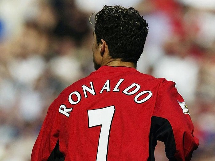 MANCHESTER, ENGLAND - AUGUST 16:  Cristiano Ronaldo of Man Utd makes his debut during the FA Barclaycard Premiership match between Manchester United and Bolton Wanderers at Old Trafford on August 16, 2003 in Manchester, England. (Photo by Alex Livesey/Getty Images)
