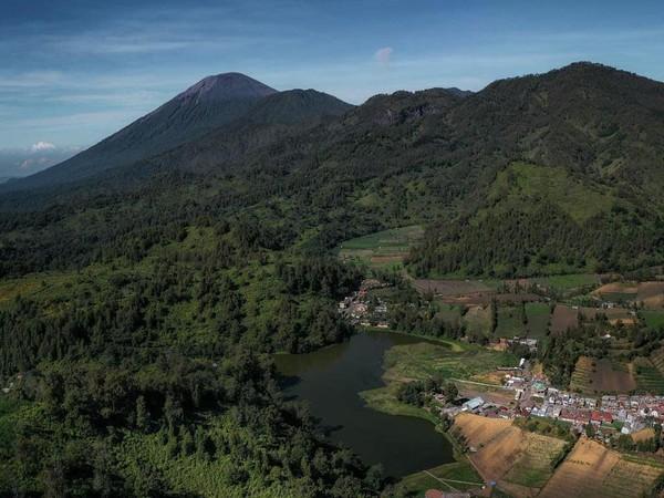 Desa Wisata Ranupani di Kabupaten Lumajang menjadi tujuan paling populer bagi pendaki Gunung Semeru. Di antara wisata alam buatannya yaitu Pesona Ranupani, Eksotika Ranu Regulo dan View Point Bantengan. (Dewi.Ranupani/instagram)