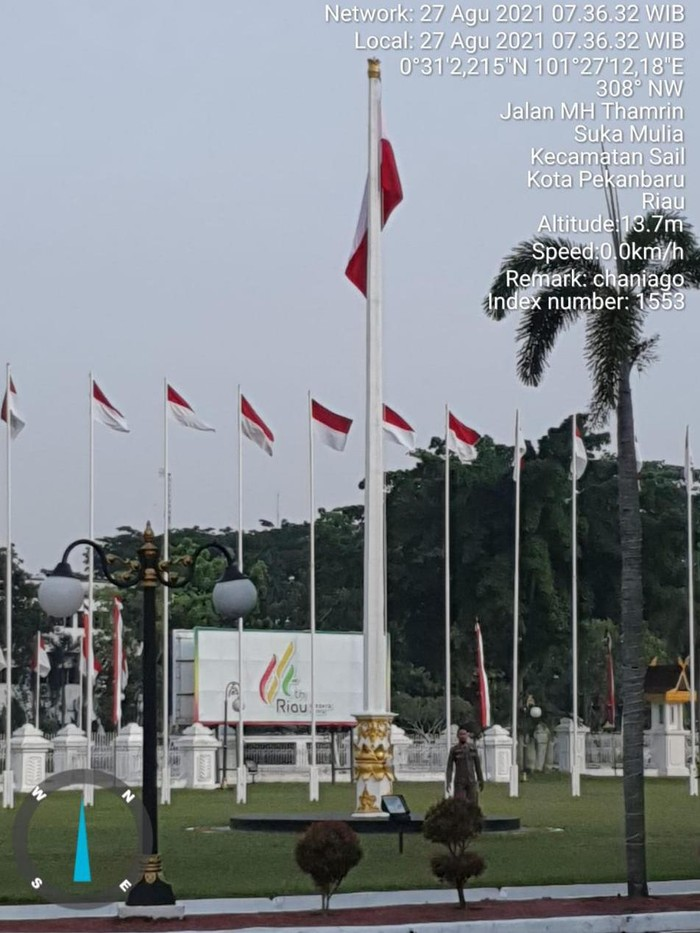 Foto memperlihatkan bendera merah putih terbalik di Provinsi Riau viral di medsos. Peristiwa itu ternyata dipasang di rumah dinas Gubernur Riau, Syamsuar. (dok Istimewa)