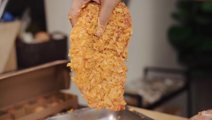 Gokil! Ini Kreasi Steak Wagyu Goreng Lapis Snack Jadul Chuba
