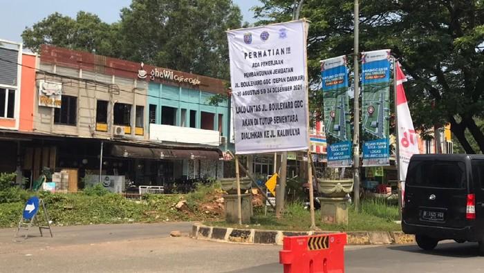 Jalan amblas di Grand Depok City, Depok belum diperbaiki (Firda Cynthia/detikcom)