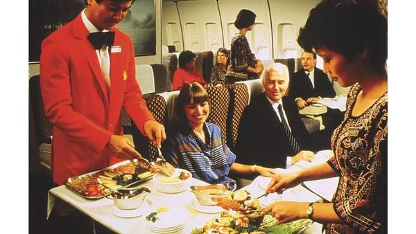 Dizaman keemasan makanan minuman di kabin pesawatbukan makanan yang terlihat minimalis dan cuma dipanaskan saja.