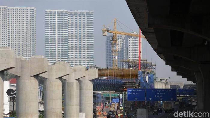 Pembangunan kereta cepat Jakarta-Bandung terus dikebut. PT KCIC pun mengklaim progres pembangunan proyek kereta cepat itu sudah mencapai 77,92 persen.
