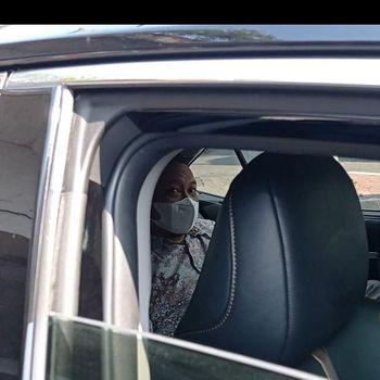 Mobil Komisioner Komnas HAM Choirul Anam berpelat 'RFO' genap diputar balik polisi saat hendak masuk kawasan ganjil genap Rasuna Said, Jaksel (Wilda/detikcom)