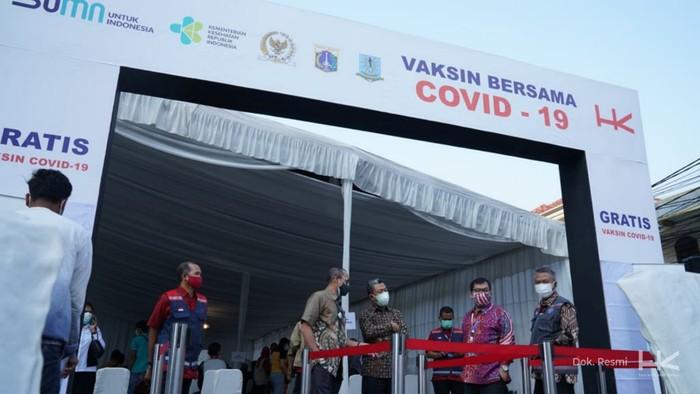 PT Hutama Karya (Persero) (Hutama Karya) menggelar vaksinasi sebanyak 13.000 dosis di Jakarta Timur dan Kota Bandung, Jawa Barat.