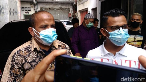 Seorang dokter di Medan ditindak polisi karena diduga menggunakan pelat nomor polisi palsu konsulat Rusia. Dokter itupun memberikan penjelasan (Datuk Haris/detikcom)