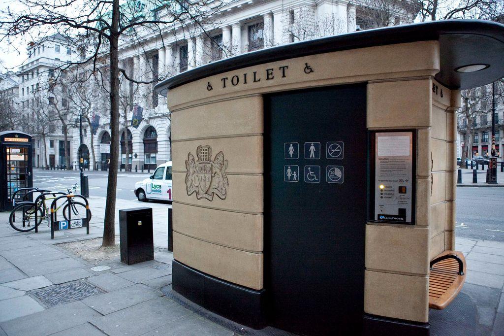 Tur toilet dan kentut di London