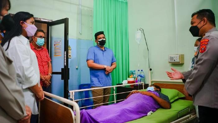 Bobby dan Kahiyang saat menjenguk korban luka tembak perampokan di Medan (dok. Pemko Medan)