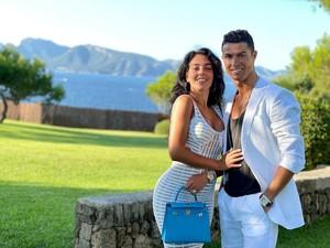 Georgina Rodriguez Dapat Kejutan Koper dari Ronaldo, Isinya Perhiasan Rp 2,8 M