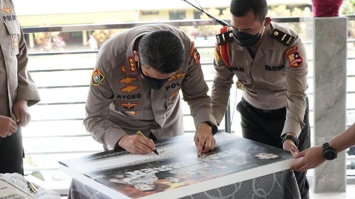 Kalemdiklat Polri, Komjen Rycko Amelza menandatangani peluncuran Trailer Film Remember karya siswa SIP Angkatan ke-50