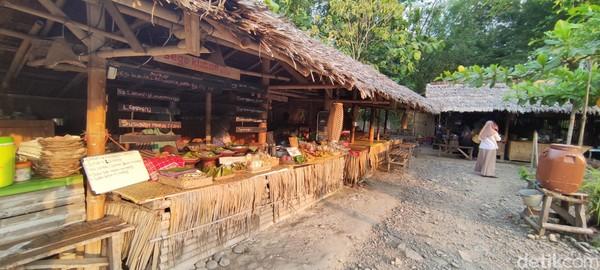Kuliner yang dijual mayoritas tradisional seperti Pecel, Tiwul, Gethuk, Lunpia, Jamu Jun, es Gempol, Wedang Roti, dan masih banyak lagi.