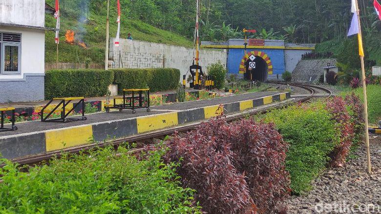 Kereta Api Siliwangi relasi Cianjur-Sukabumu