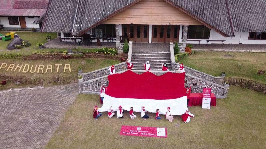 Komunitas Rajut Raih Rekor MURI Usai Bentangkan Bendera Merah Putih Raksasa