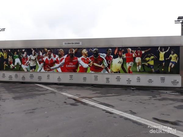 Celebration Corner yang menggambarkan gaya khas pemain pemain Arsenal setelah mencetak gol
