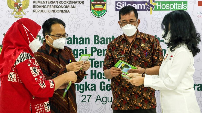 PT East West Seed Indonesia (EWINDO) menyalurkan 400 paket buah yang terdiri dari melon ALINA F1 dan semangka GARNIS F1 yang merupakan buah dengan nutrisi tinggi sebagai wujud dukungan EWINDO terhadap Gelar Buah Nusantara (GBN) ke-6 sekaligus dukungan kepada tenaga kesehatan yang merupakan garda terdepan dalam upaya melawan pandemi Covid-19.