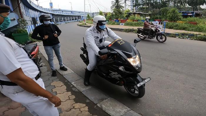 Polisi Jajal Suzuki Hayabusa