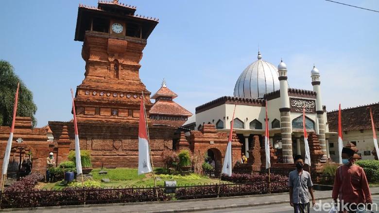 Wisata religi Kudus dibuka lagi mulai Sabtu (28/8/2021).