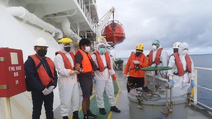 WN Filipina dievakuasi Basarnas karena mengalami kecelakaan kerja hingga jari tangan putus.