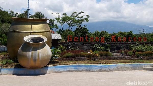 Dari 37 RT di Desa Kaligentong, terdapat 15 RT yang memiliki kelompok kesenian. Mulai dari seni tari jathilan, reog, gedruk, rodat, hingga kelompok musik kesenian jawa yakni karawitan, campursari hingga grup band. (Ragil Ajiyanto/detikTravel)