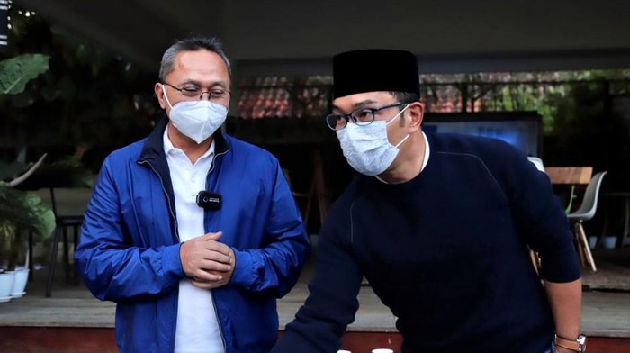 Ketua Umum PAN Zulkifli Hasan bertemu dengan Gubernur Jawa Barat Ridwan Kamil di Bandung. Apa saja hal yang dibahas dalam pertemuan tersebut?