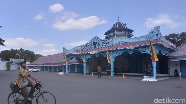 Selain wisata kuliner, Kota Solo juga memiliki sejarah dan kebudayaan Jawa yang memikat wisatawan. Traveler bisa berkunjung ke Kampung wisata Baluwarti di Kecamatan Pasar Kliwon, yang suasananya sangat berbeda dengan kota Solo yang cukup modern. (Bayu Ardi Isnanto/detikTravel)