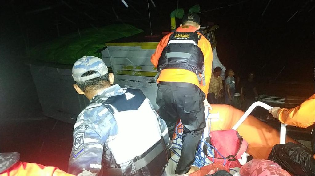 Kapal Bocor di Sekitar Karang Kapota Wakatobi, 8 Penumpang Dievakuasi