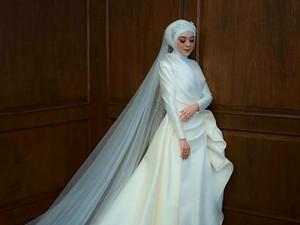 Diisukan Hamil, Lesti Kejora Pakai Gaun Unik Saat Tasyakuran Pernikahan
