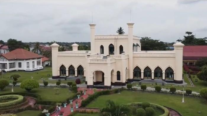 Istana Asserayah Al Hasyimiah atau Istana Siak (Foto: Tangkapan layar video di Rumah Digital Indonesia)