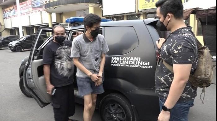 Pelaku penipuan artis Fahri Azmi ditangkap
