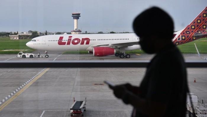 Pesawat Batik Air rute Banda Aceh-Jakarta terpaksa dialihkan ke bandara Kualanamu. Diketahui pesawat yang bertujuan ke Jakarta itu mendarat darurat pada pukul 11.45 WIB.