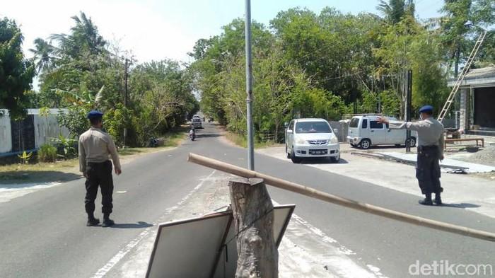Penyekatan di depan pos TPR Samas, Kabupaten Bantul, Minggu (29/8/2021).