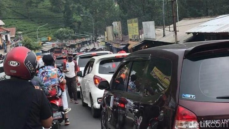 Puncak arah Jakarta macet (Dok narsum atas nama Lukman Nul Hakim)